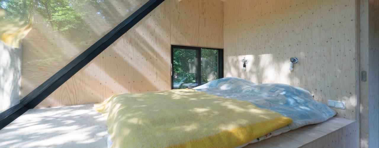 Boshuis:  Slaapkamer door Bloot Architecture, Modern