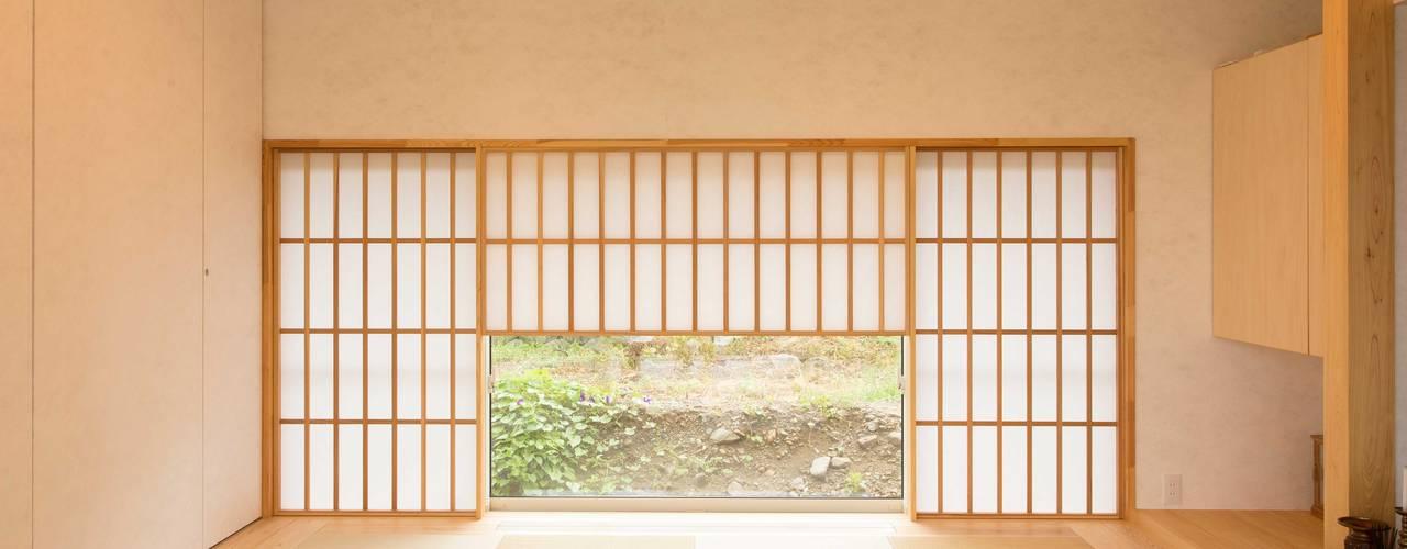 西根の家/House in NISHINE: アーキテクチュアランドスケープ一級建築士事務所が手掛けた和室です。