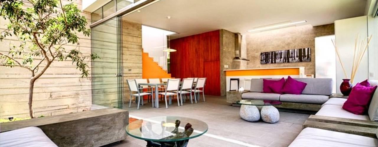 Casa Seta Salas modernas de Martin Dulanto Moderno