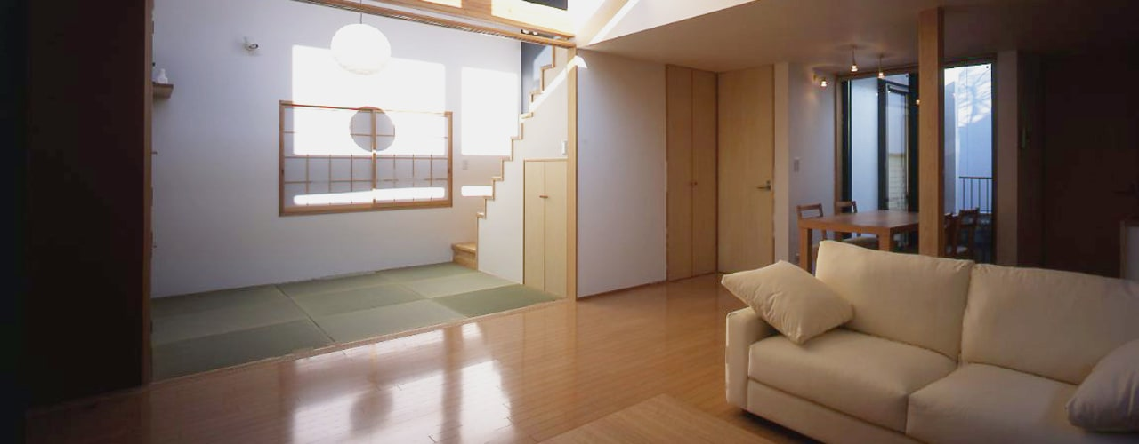 フラットハウス Ruang Keluarga Modern Oleh 株式会社横山浩介建築設計事務所 Modern