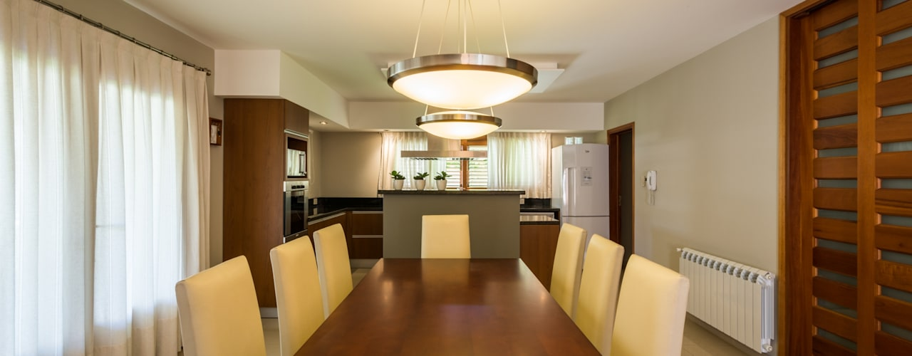 Dining room by KARLEN + CLEMENTE ARQUITECTOS