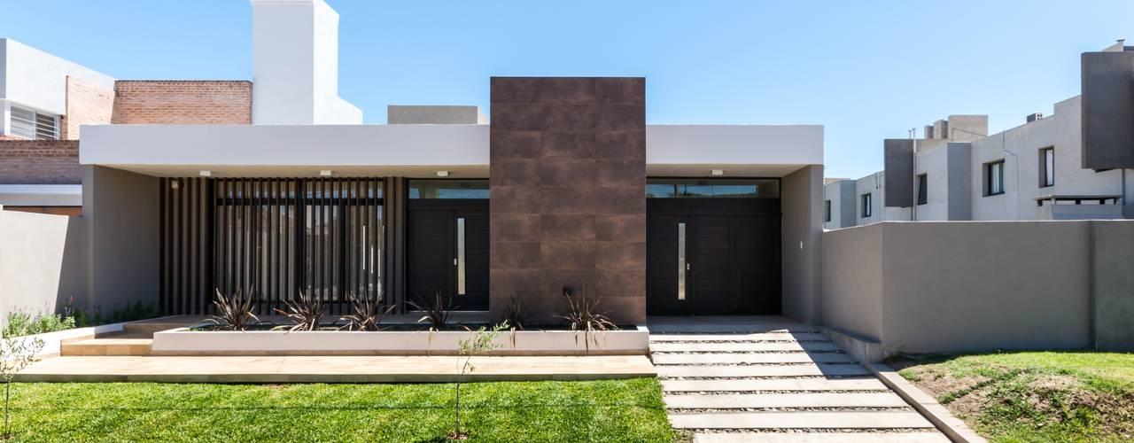 Casas de estilo  por KARLEN + CLEMENTE ARQUITECTOS