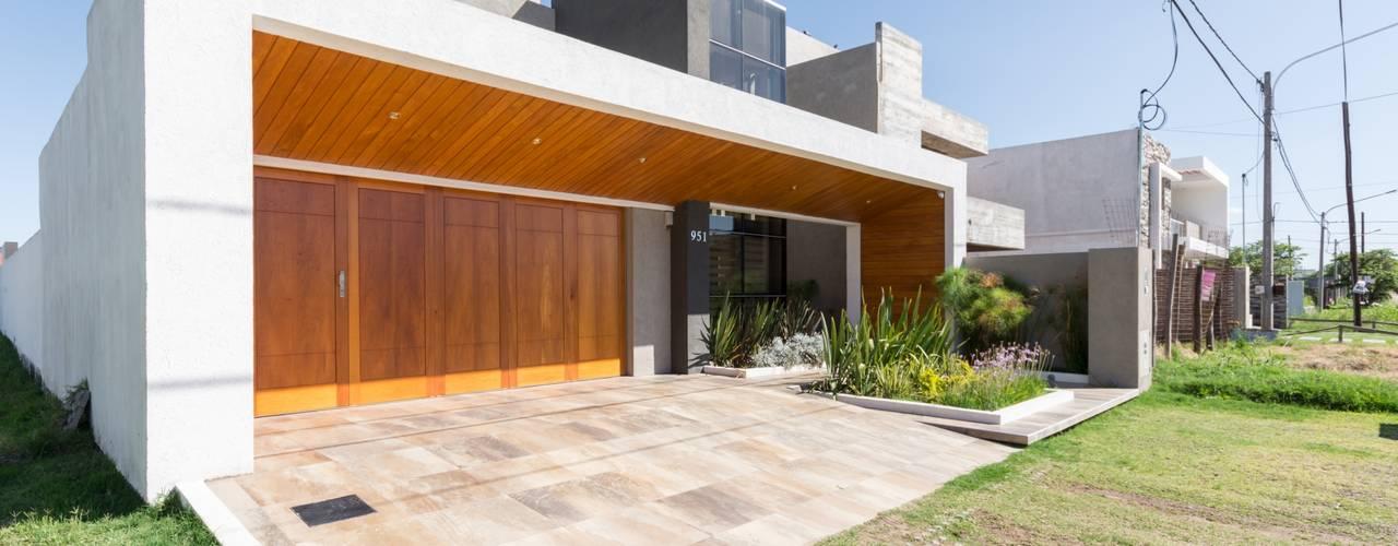 Casas de estilo  por KARLEN + CLEMENTE ARQUITECTOS,