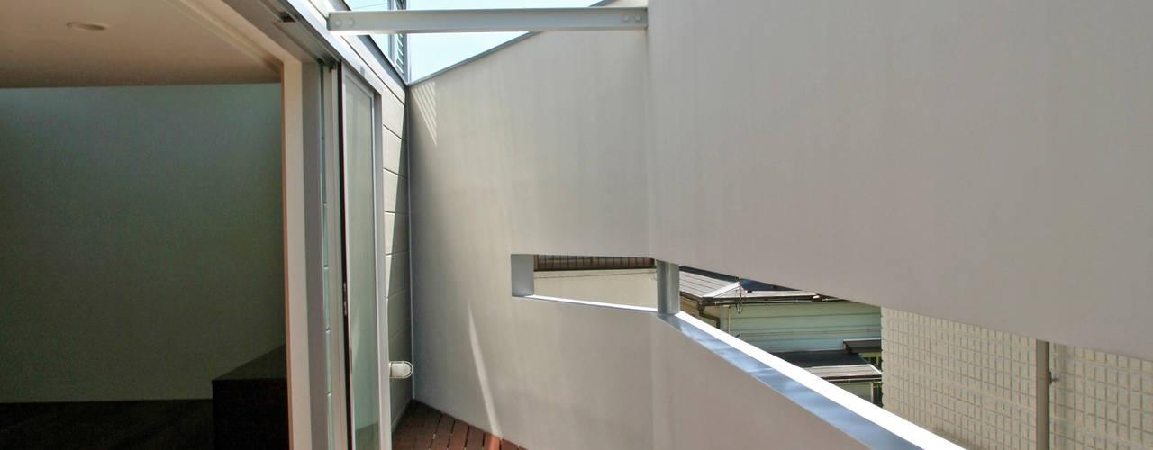 阿佐ヶ谷の家: 設計事務所アーキプレイスが手掛けたテラス・ベランダです。