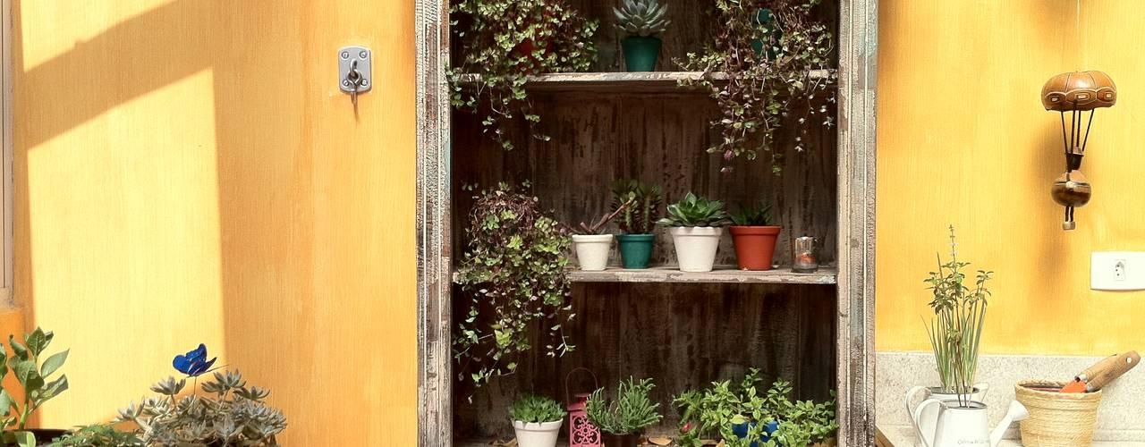Hiên, sân thượng by Renata Villar Paisagismo e Arranjos Florais