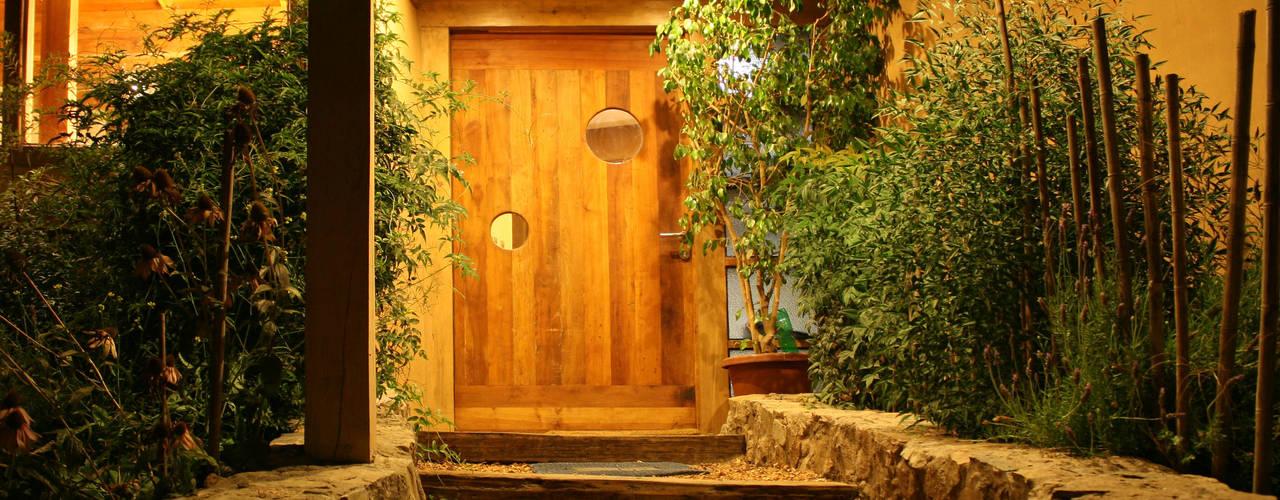 أبواب خشبية تنفيذ ALIWEN arquitectura & construcción sustentable - Santiago