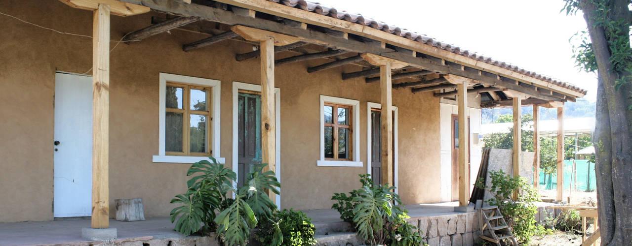 Balcones y terrazas de estilo colonial de ALIWEN arquitectura & construcción sustentable - Santiago Colonial