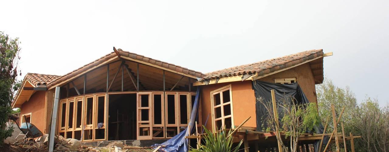 Ampliación y Remodelación de Casa Castillo Hepp en El Huape por ALIWEN: Casas unifamiliares de estilo  por ALIWEN arquitectura & construcción sustentable - Santiago