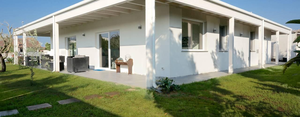Projekty,  Domy zaprojektowane przez Technowood srl, Nowoczesny