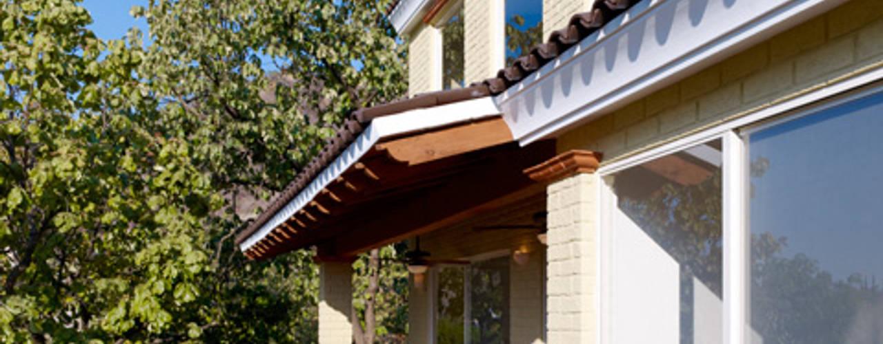 Colonial style balcony, veranda & terrace by Excelencia en Diseño Colonial