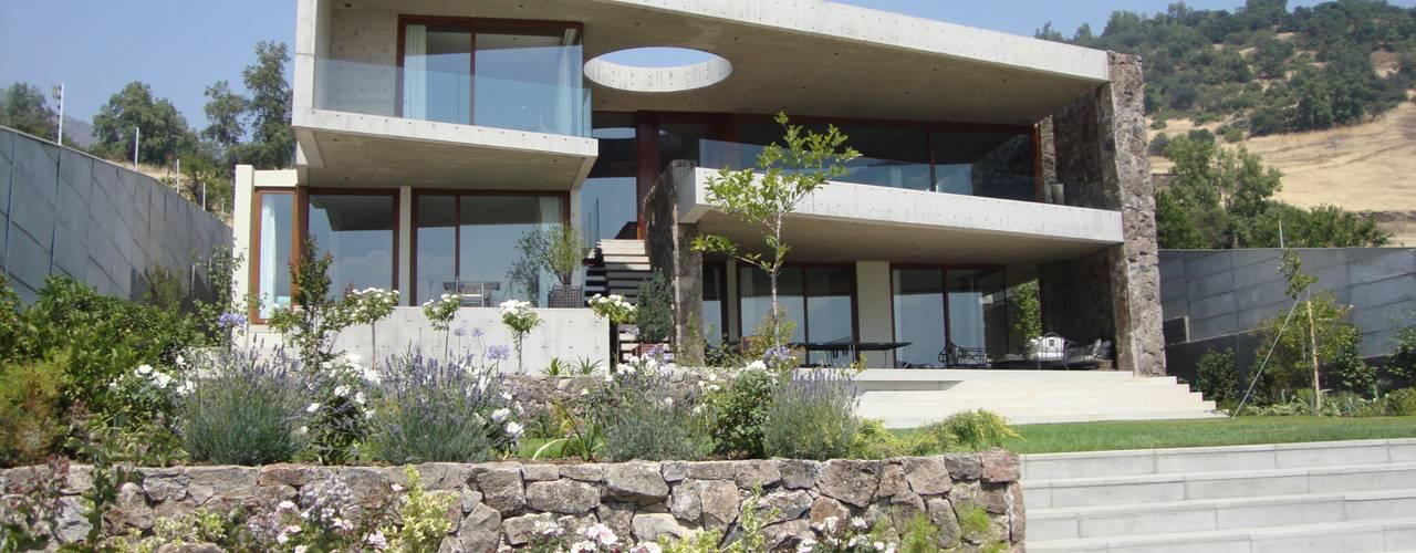 CASA H+F Casas estilo moderno: ideas, arquitectura e imágenes de Hernan Arriagada / Arq Moderno