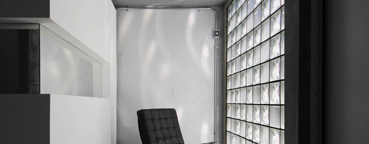 Minimalist corridor, hallway & stairs by Jun Murata | JAM Minimalist