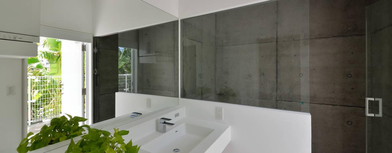 Baños de estilo moderno de 門一級建築士事務所 Moderno