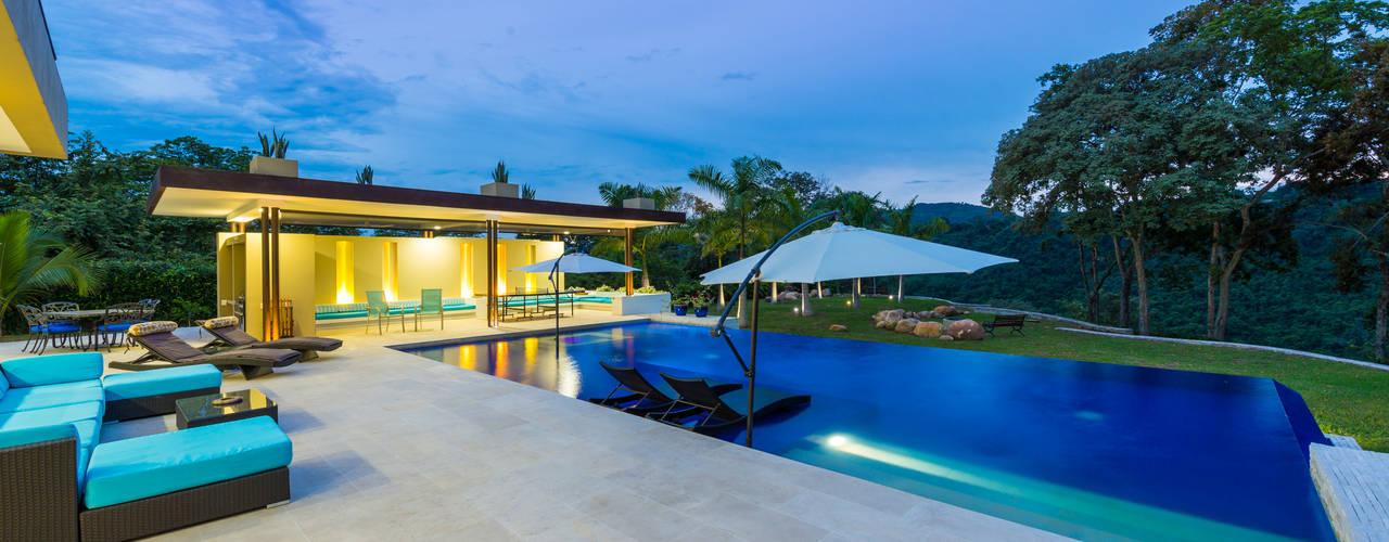 Casa Loma - Efecto Urdimbre: Piscinas de estilo  por David Macias Arquitectura & Urbanismo, Minimalista