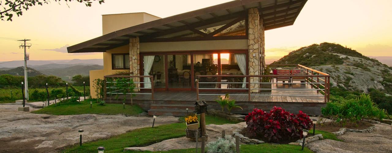 Casa da Serra Casas campestres por Duo Arquitetura Campestre Madeira Efeito de madeira