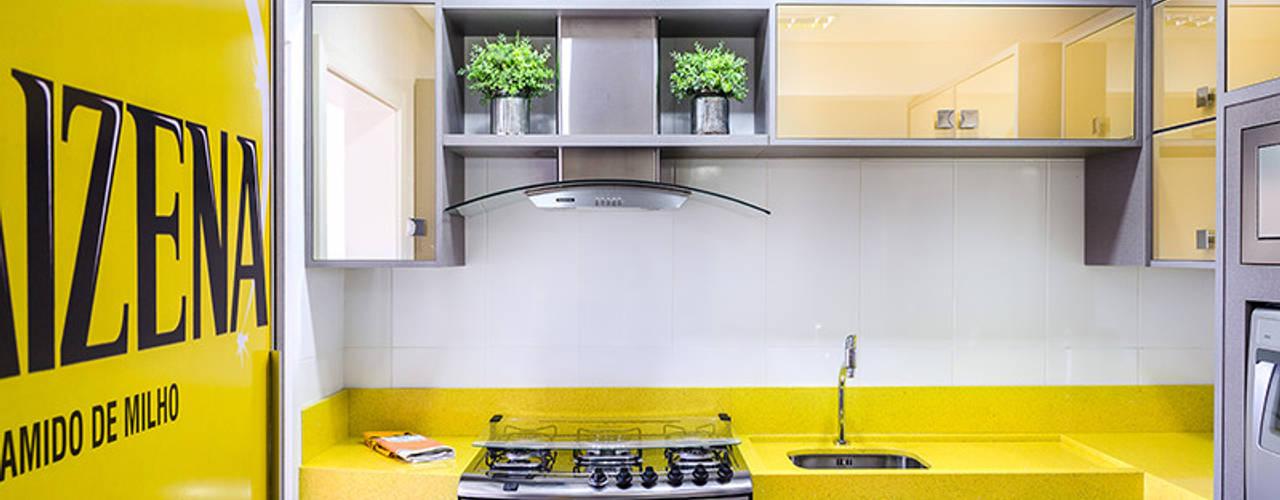 Talita - Fotografia de Arquitetura e Decoração KitchenCabinets & shelves MDF Yellow
