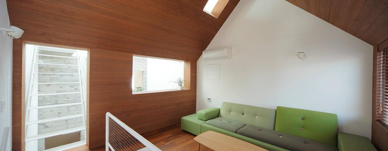 ห้องนั่งเล่น by こぢこぢ一級建築士事務所