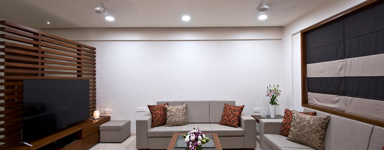 Residence Interiors at Mukundnagar, Pune Modern living room by Urban Tree Modern