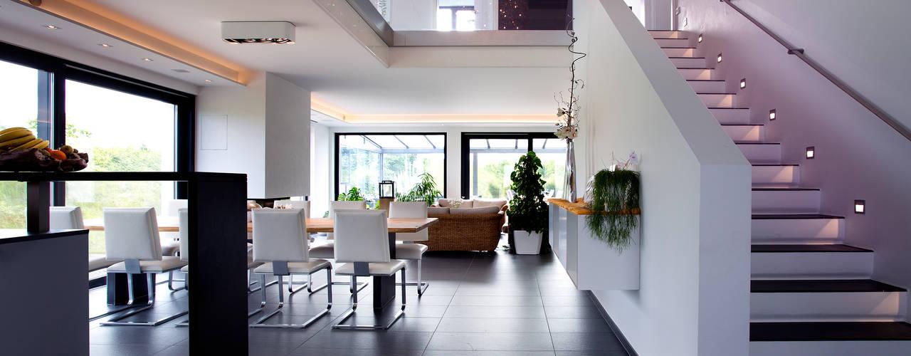 Phòng khách phong cách Địa Trung Hải bởi Klaus Geyer Elektrotechnik Địa Trung Hải