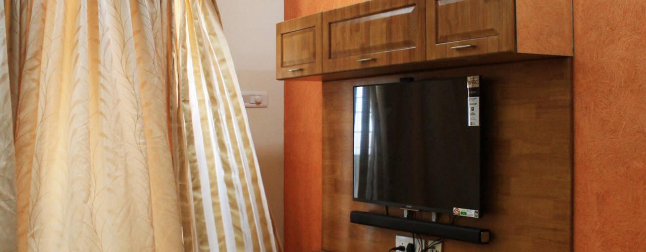 Appasamy Mapleton pallikaranai.. Classic style living room by Ashpra Interiors Classic