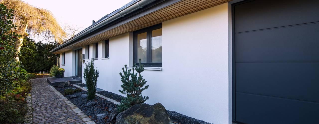 Casas de estilo  por GRID architektur + design