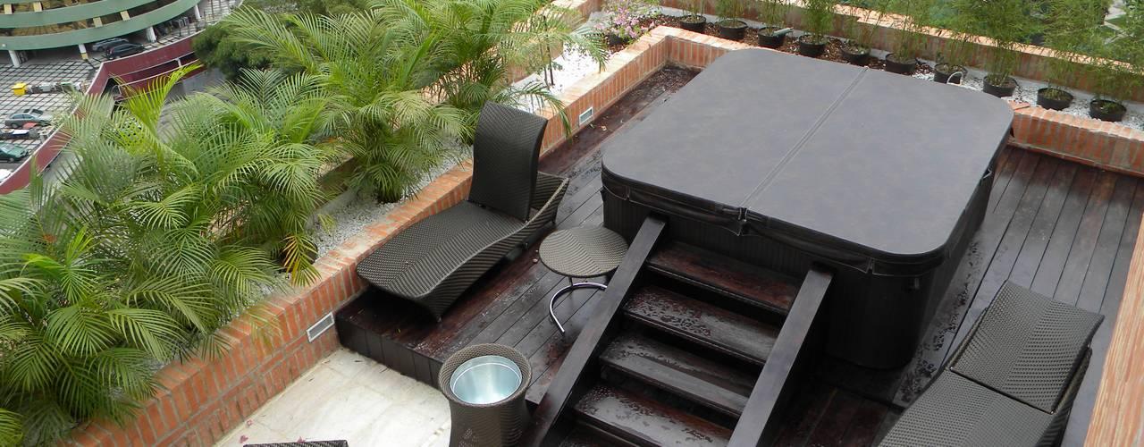 Jacuzzi en Terraza: Terrazas de estilo  por BLUE POLYGON C.A.
