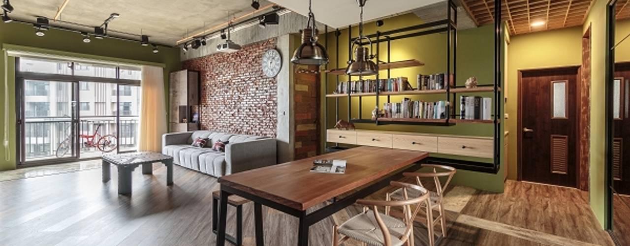 Salon de style  par KD Panels, Industriel