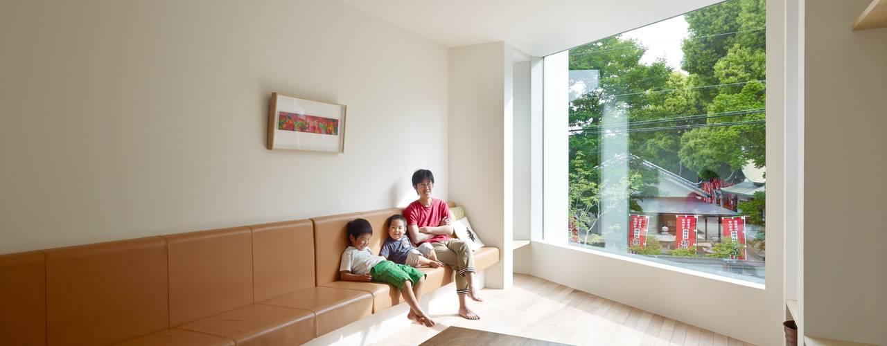 住吉の家: 藤原・室 建築設計事務所が手掛けたリビングです。