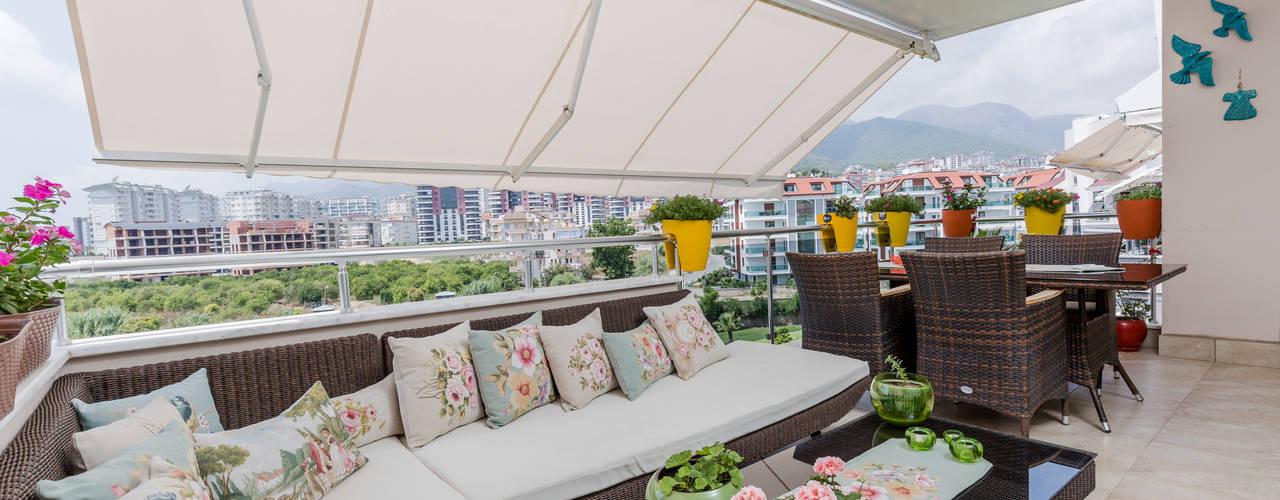 Klassischer Balkon, Veranda & Terrasse von Mimoza Mimarlık Klassisch