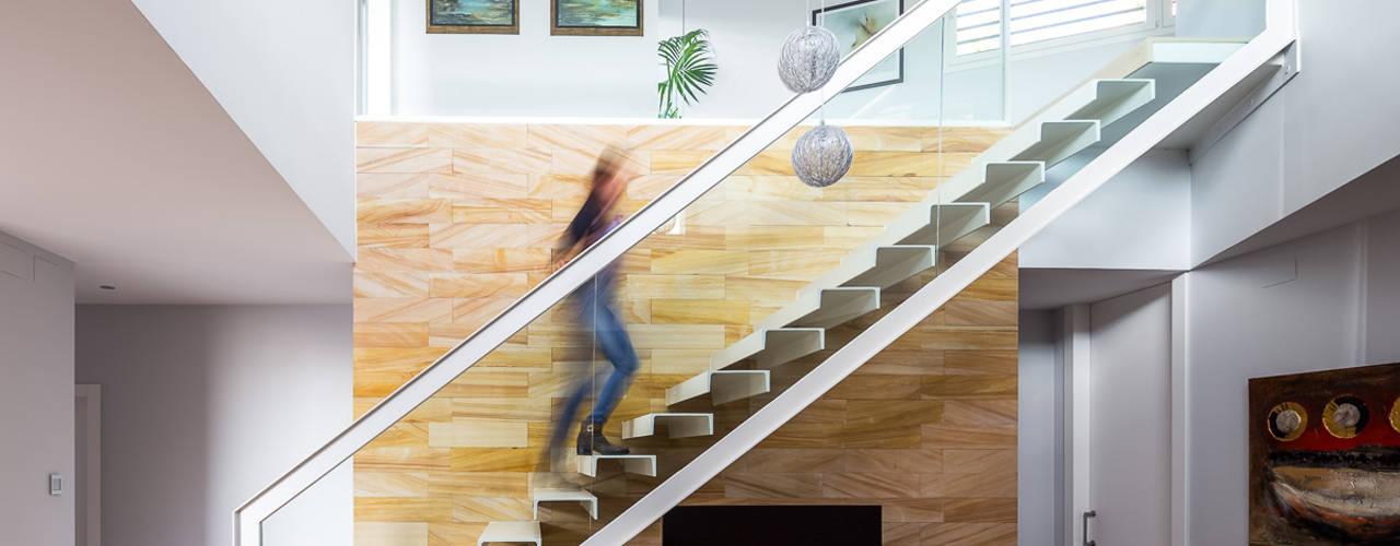 Corredores e halls de entrada  por Simon Garcia | arqfoto, Moderno