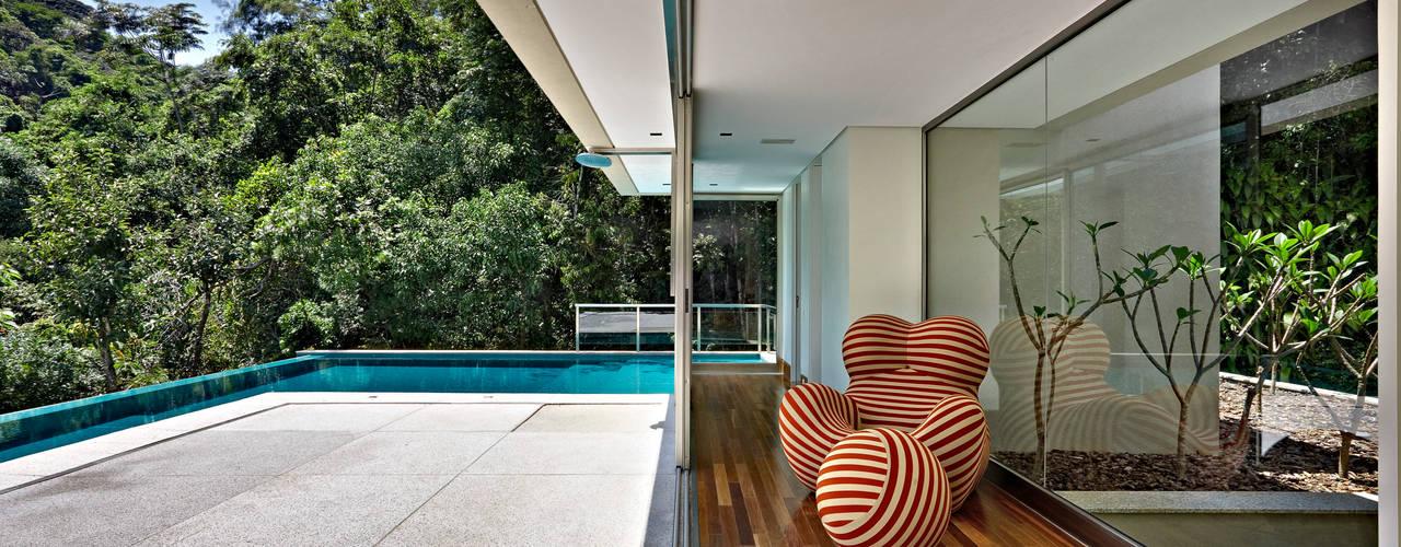 Terrazza in stile  di Lanza Arquitetos