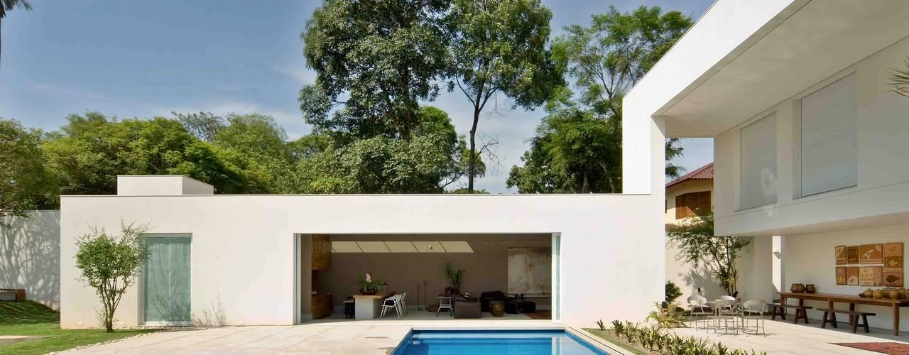 Casa na Pampulha 1 Piscinas de estilo moderno de Lanza Arquitetos Moderno
