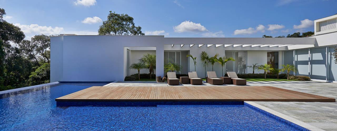 Amendoeiras Alta Kolam Renang Modern Oleh Lanza Arquitetos Modern