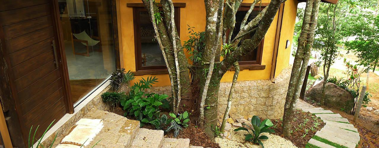 Projekty, rustykalne Domy zaprojektowane przez Baixo Impacto Arquitetura Ltda.