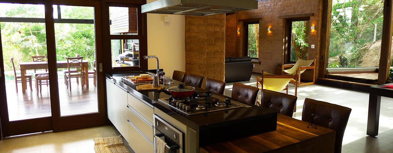 Cocinas de estilo rústico de Baixo Impacto Arquitetura Ltda. Rústico