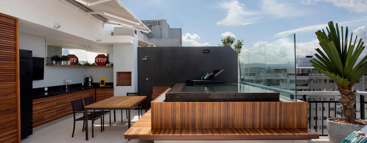 Piscinas de estilo  por Studio Eloy e Freitas Arquitetura e Interiores