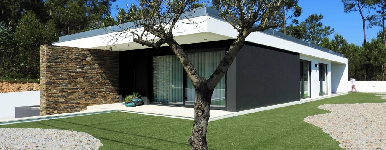 Modern houses by Jesus Correia Arquitecto Modern