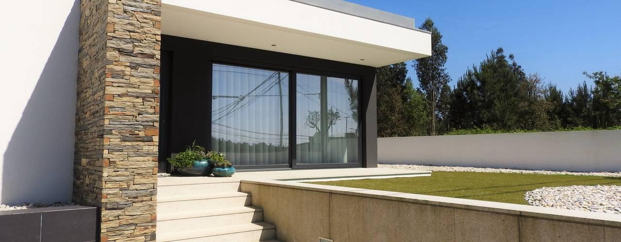 Case moderne di Jesus Correia Arquitecto Moderno