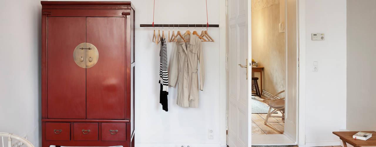 Birgit Glatzel Architektin Dressing roomWardrobes & drawers Kayu Red