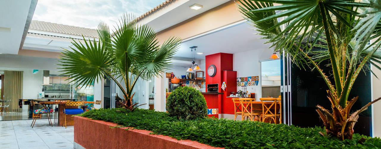 Jardines de estilo  por Daniele Galante Arquitetura
