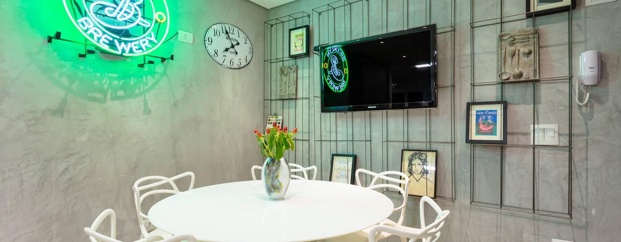 Mesa de Almoço Contemporâea: Cozinhas  por Motirõ Arquitetos