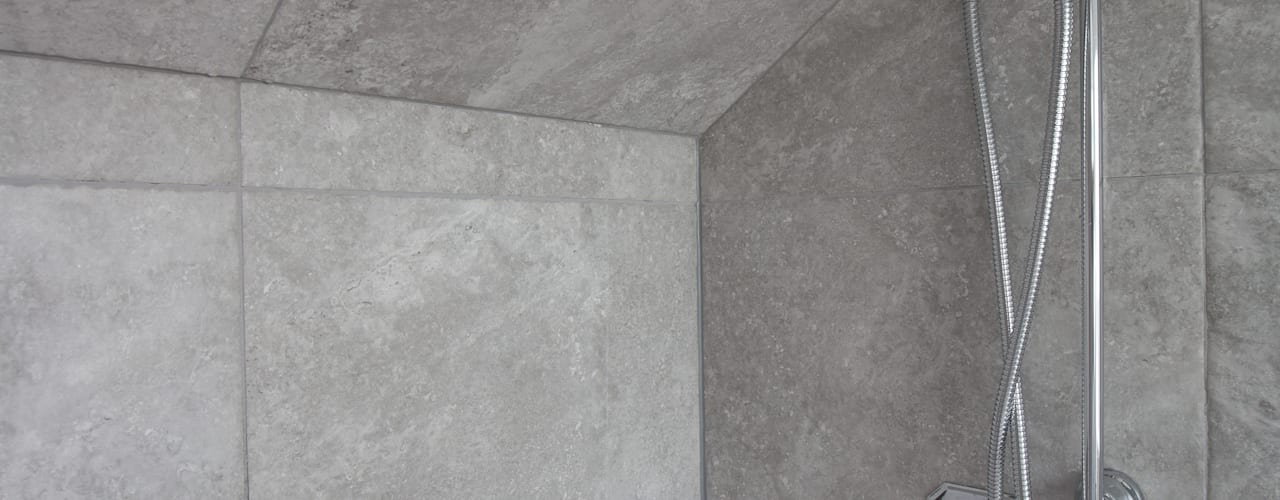 Bathroom by The Market Design & Build