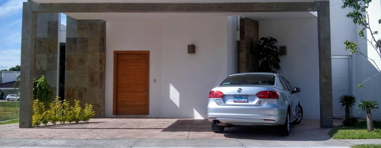 Casas de estilo  por PUNTO A PUNTO ARQUITECTURA