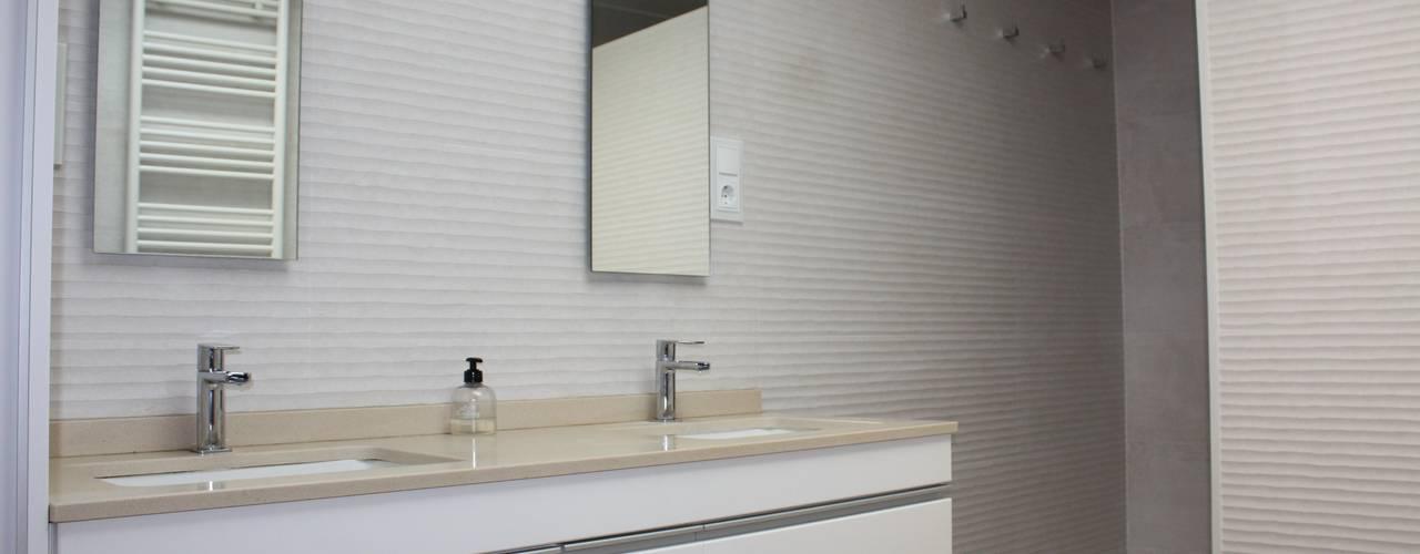 Reforma cuarto de baño en Valencia: Baños de estilo  de Gestionarq, arquitectos en Xàtiva, Moderno