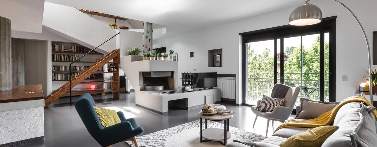 Salones de estilo moderno de Architrek