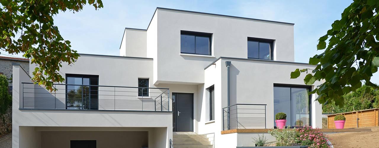 Maison cubique ultra contemporaine dans le Rhône Maisons modernes par Pierre Bernard Création Moderne