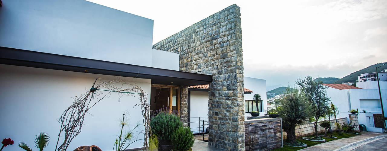 modern Houses by ICAZBALCETA Arquitectura y Diseño