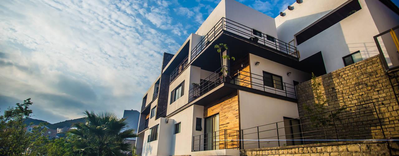 Modern houses by ICAZBALCETA Arquitectura y Diseño Modern