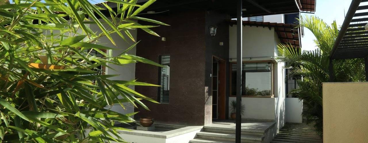 Casas de estilo  por 4th axis design studio