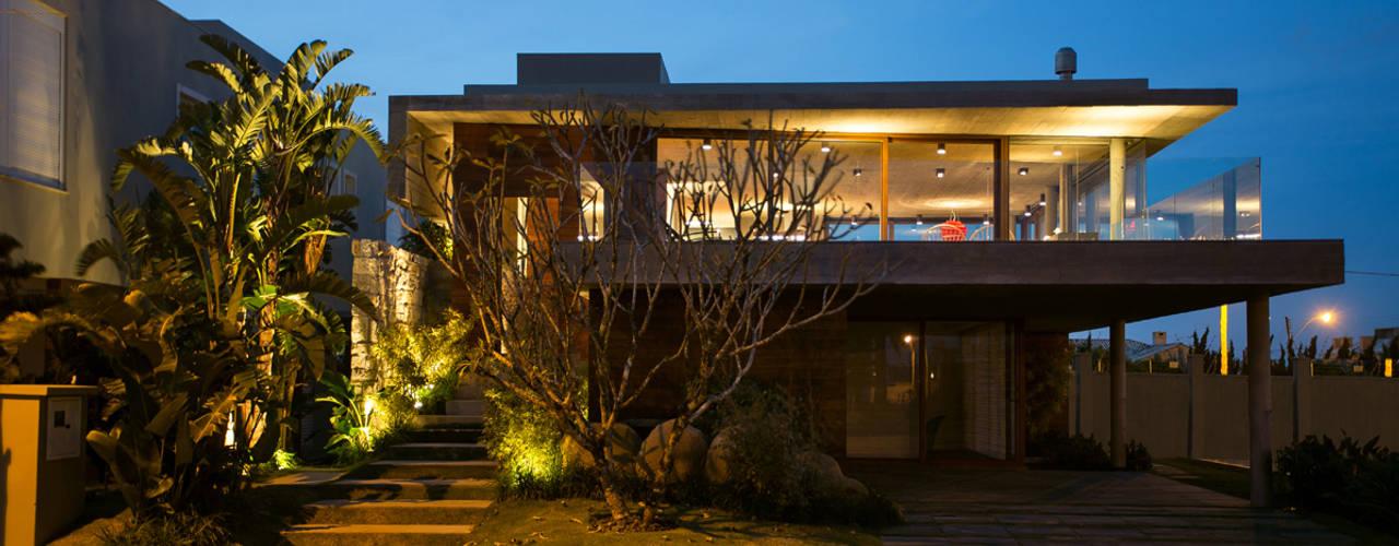Casa La Plage: Casas modernas por Stemmer Rodrigues